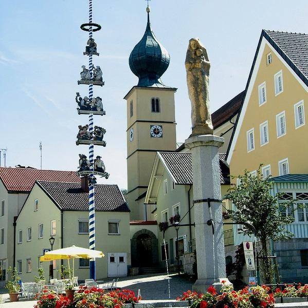 Ruhmannsfelden - einer der ältesten Orte des Bayerischen Waldes - hat sich bis heute den historischen Marktkern erhalten.