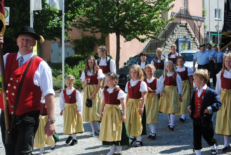 Festzug mit dem Trachtenverein beim Volksfest in Ruhmannsfelden