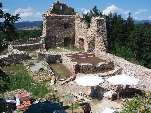 Archäologische Ausgrabungen auf der Burgruine Runding bei Cham