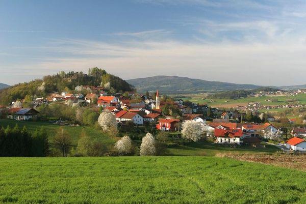 Runding liegt in einer reizvollen Lage am Fuße des Schlossberges.