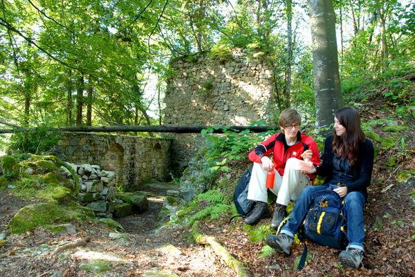 Rast an der Burgruine Dießenstein bei Saldenburg im Bayerischen Wald
