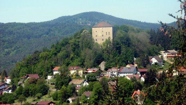 Erholung abseits des Alltags, Freude und Lebendigkeit wohin man schaut... Das ist Saldenburg - malerisch gelegen im schönen Dreiburgenland, umgeben von natürlicher Waldlandschaft am Fuße der alten Ritterfestung.