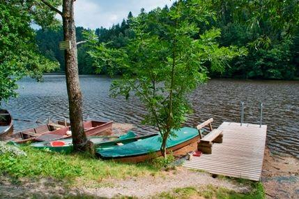Bootsverleih am Stausee Oberilzmühle in der Gemeinde Salzweg