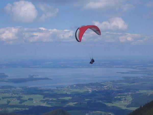 Tandemflug mit Blick auf Chiemsee.