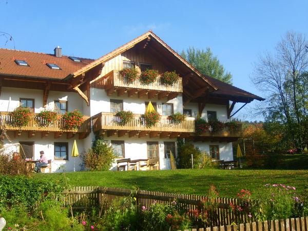 Blick auf den Beckerbauern Hof in Klinglbach bei St. Englmar im Bayerischen Wald