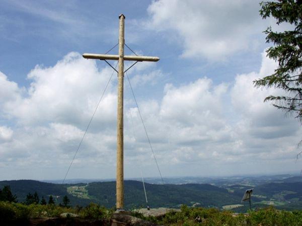 Gipfelkreuz auf der Käsplatte im Bayerischen Wald