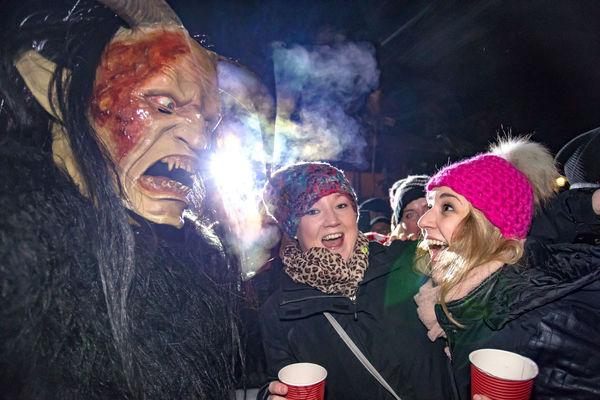 Furchteregende Gestalten treiben ihr Unwesen bei der Englmarer Rauhnacht