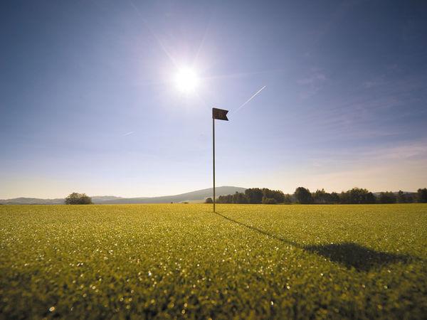 Flaggenstock auf der Anlage des Golfclubs am Nationalpark