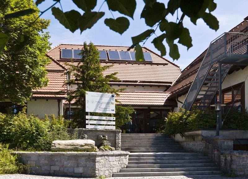 Blick auf das Waldgeschichtliche Museum in St. Oswald am Nationalpark Bayerischer Wald