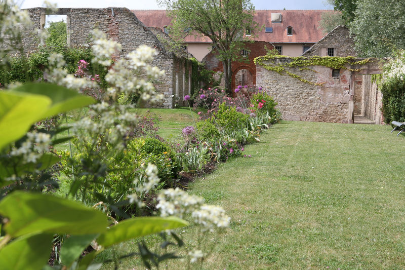 Jardin des fa enciers jardins sans limites for Jardin service