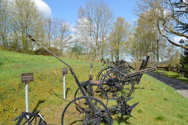historische landwirtschaftliche Geräte Bauernhaus Wippekühl