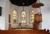 Der Altarbereich mit Kanzel