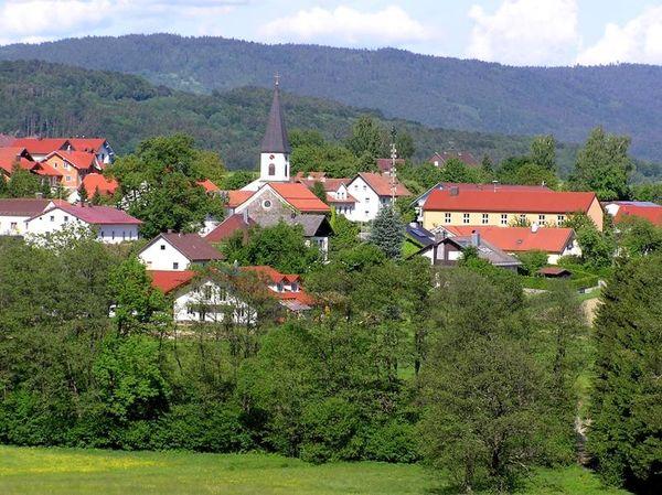 Schaufling liegt auf den ersten Bayerwaldbergen und bietet im Wander und Wintersportareal Rusel-Oberbreitenau ein riesiges Angebot rund um Natur und Sport.