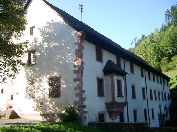 Kloster Wittichen Gebäude aus Kirchensicht