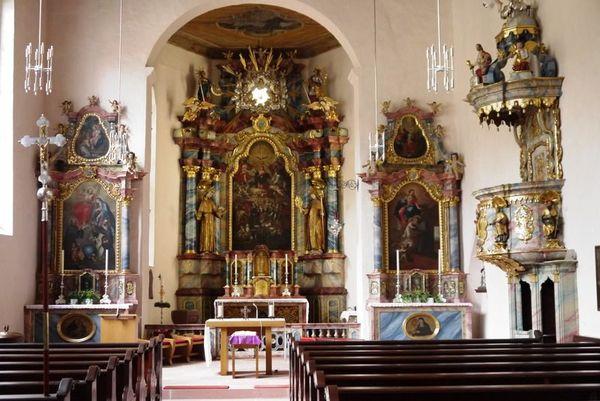 Klosterkirche Wittichen Blick auf Altar und Kircheninneres