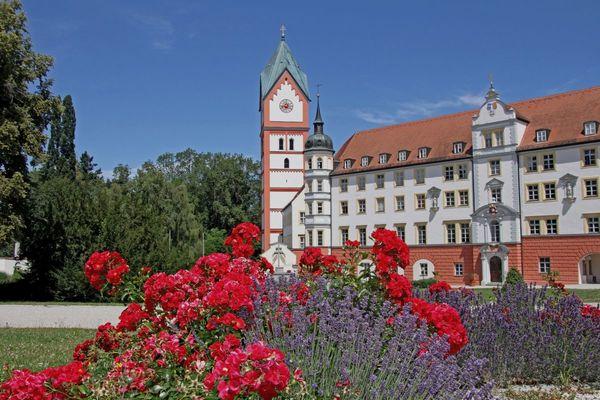 Blick aus dem Klosterhof Richtung Klosterkirche