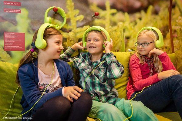 Kinder im Informationszentrum Schmiedfeld am Rennsteig