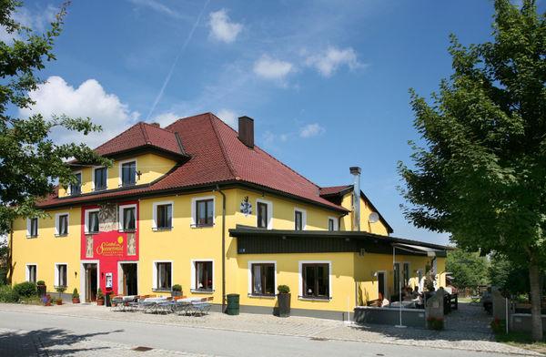 Blick auf den Gasthof zum Sonnenwald in Schöfweg