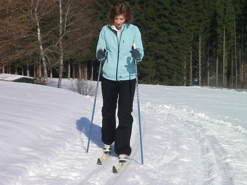 Gemütliches Skiwandern in der Sonnenwald-Loipe bei Schöfweg im Bayerischen Wald