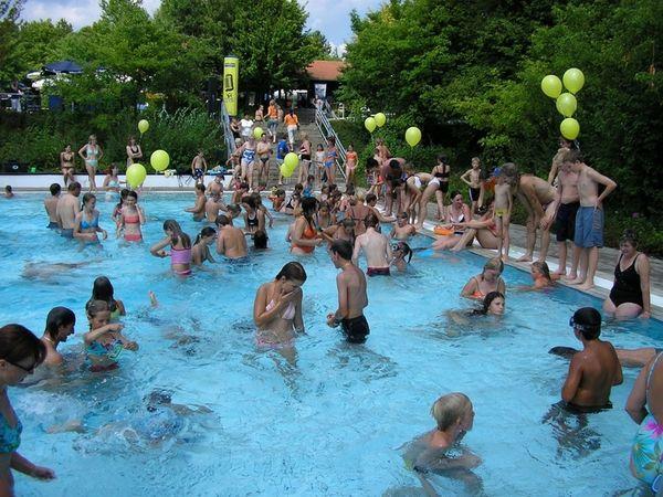 Wasserratten tummeln sich im Schöllnacher Freibad