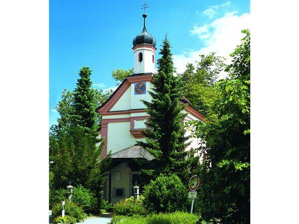 Blick auf die Wallfahrtskirche Handlab bei Iggensbach im Deggendorfer Land