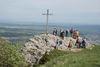 Auf dem Lochenstein, Gipfelkreuz und Wanderer