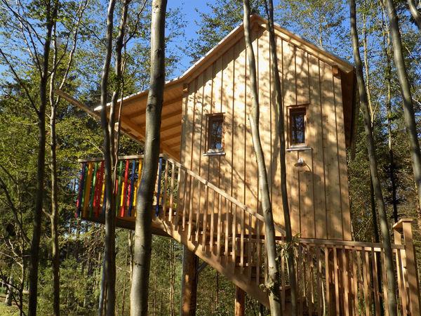 """Das Baumhaus """"Villa Kunterbunt"""" im Baumhauspark im Erlebnispark Voglsam"""