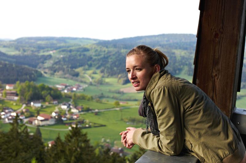 Blick vom Aussichtsturm am Kadernberg auf Schönberg im Bayerischen Wald