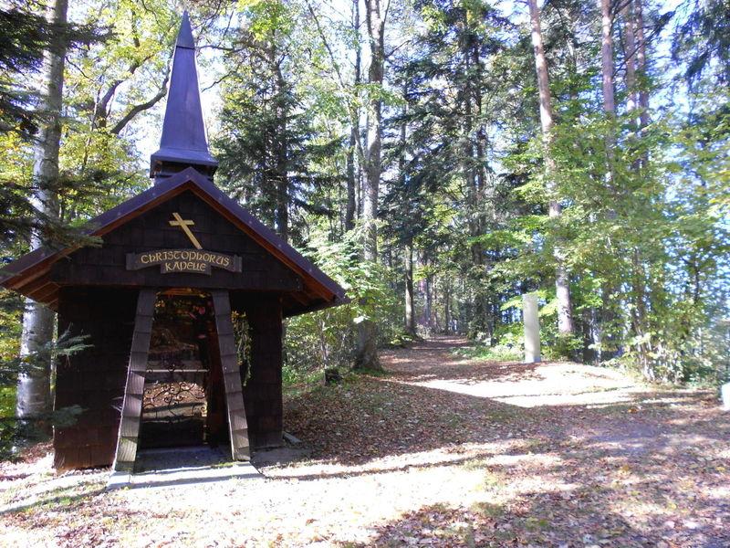 Auf dem GEHdankenweg in Schönberg befindet sich die Christophorus-Kapelle