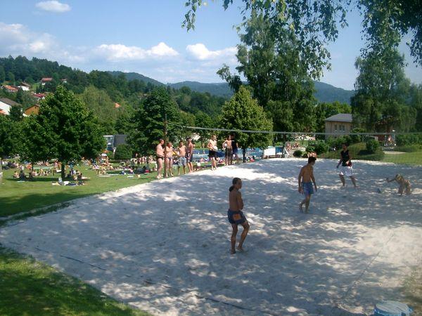 Spaß beim Beachvolleyball im Erlebnisbad Schönberg