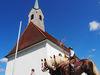 An dem Taufkirchlein St. Johannes findet die Pferdesegnung statt