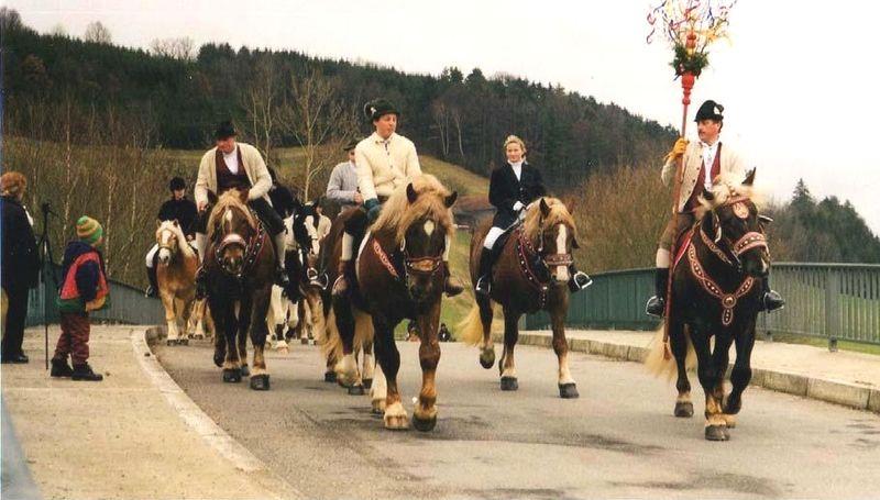 Der Palmritt eine Reiterprozession in Schönberg am Palmsonntag