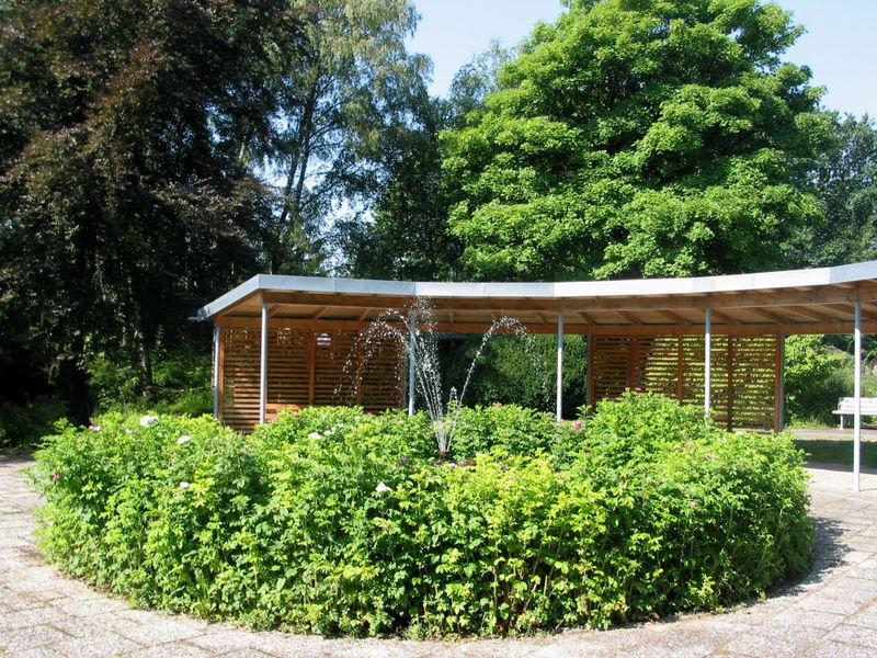 Pavillon und Springbrunnen im Reinsberger Park in Schönberg