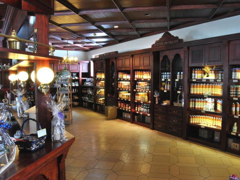 Gemütlicher Laden in der Schlosskellerei Ramelsberg bei Schönberg im Bayerischen Wald