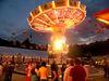 Nachtflug mit dem Karussell beim Schönberger Volksfest