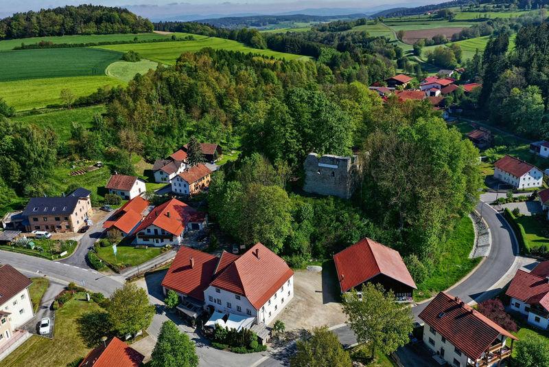 Die Burgruine Neuhaus in der Gemeinde Schorndorf
