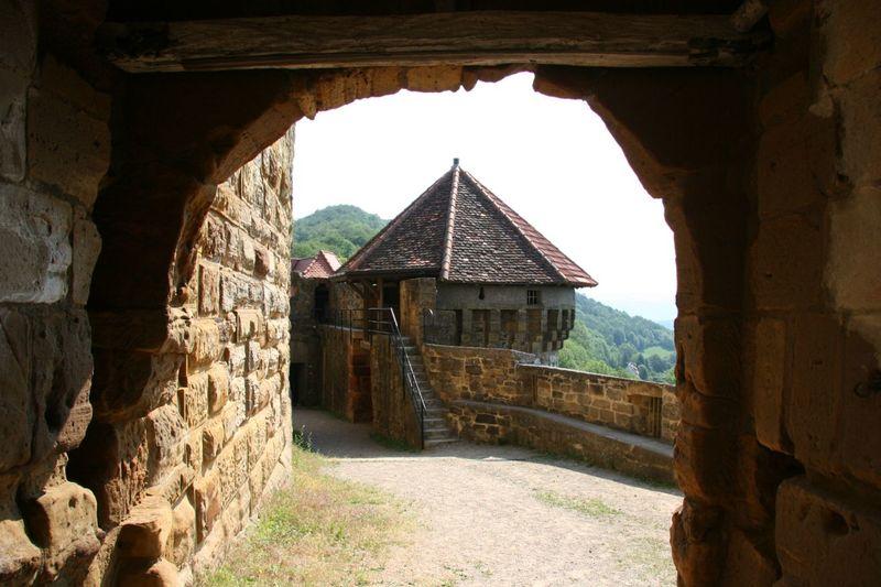 Innenhof Burgruine Hohenrechberg