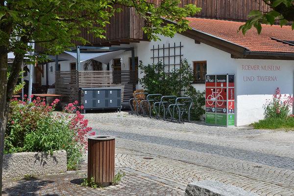 Radtankstelle an der Taverna am Römermuseum