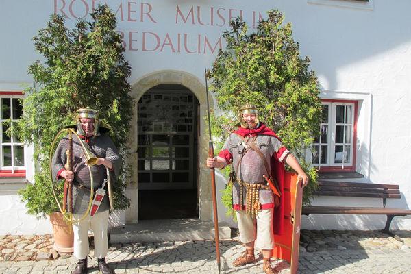 Museumseingang mit Römern