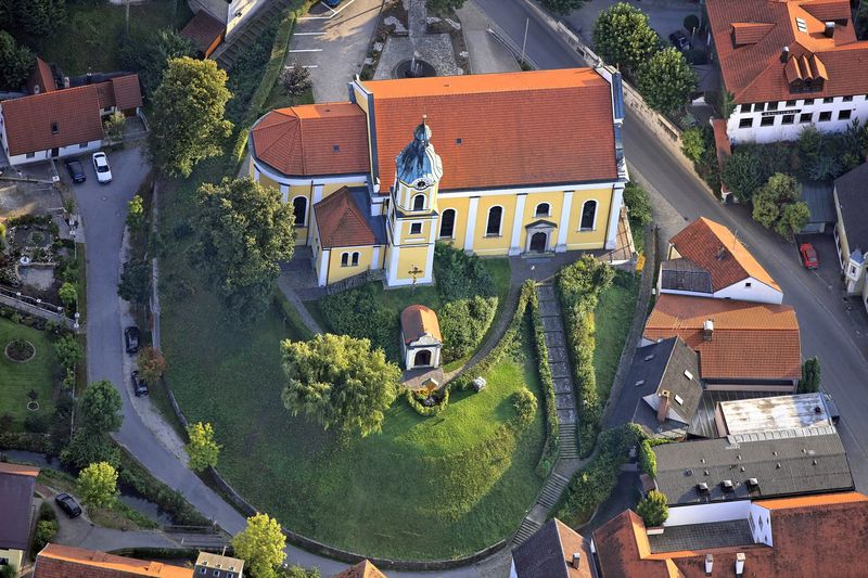 Kirche St. Nikolaus in Siegenburg, auch als Dom der Hallertau bekannt.