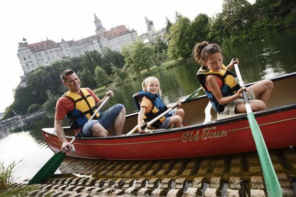 Kanufahrer bei Schloss Sigmaringen