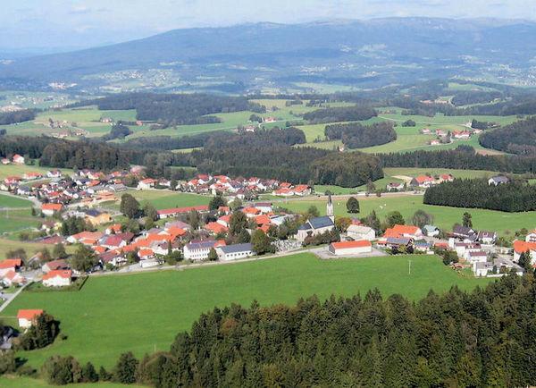 Unweit des Dreisesselberges, östlich der Dreiflüssestadt Passau liegt im südlichen Bayerischen Wald der Ferienort Sonnen.