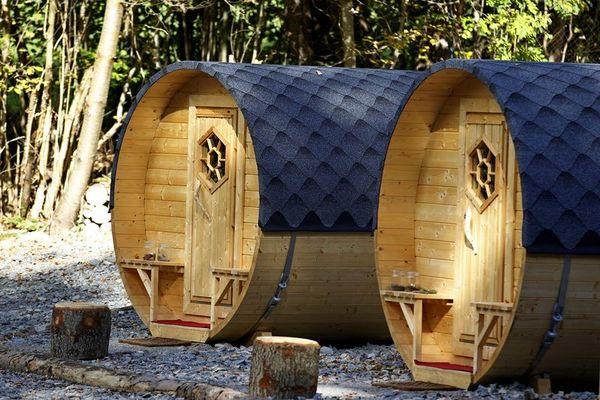 Schlaffässer am Campingplatz bei Spiegelau