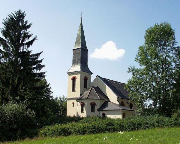 Blick auf die evangelische Martin-Luther-Kirche in Spiegelau