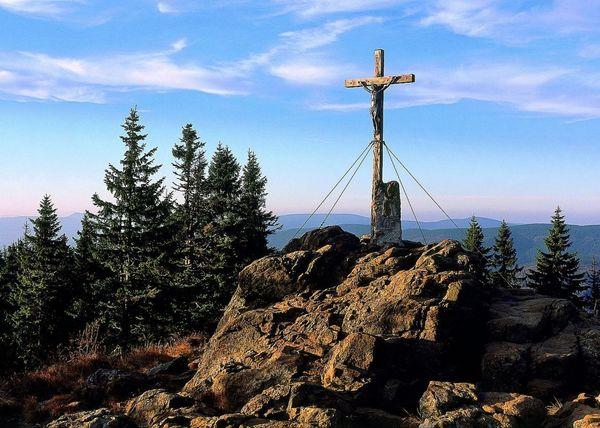 Gipfelkreuz am Großen Rachel im Nationalpark Bayerischer Wald