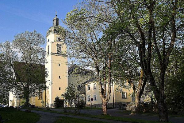 Blick auf die Pfarrkirche in Spiegelau am Nationalpark Bayerischer Wald