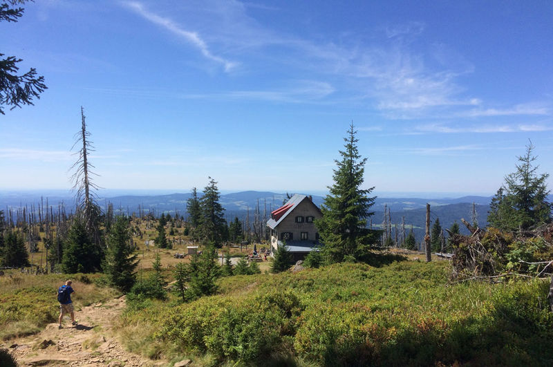 Das Waldschmidthaus am Großen Rachel direkt unterhalb des Gipfels
