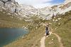 Zustieg Familien Klettersteig Partnunsee mit Kletterblöcken im Hintergrund