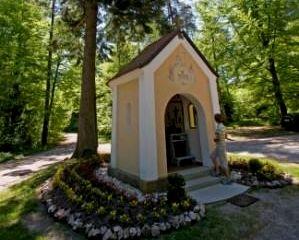 Die Kapelle Steinhäufl am Fuße der Schwärzenburg