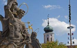 Blick auf die Pfarrkirche in Stamsried